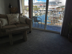 Premium King Model with Marina View and Balcony Photo 1